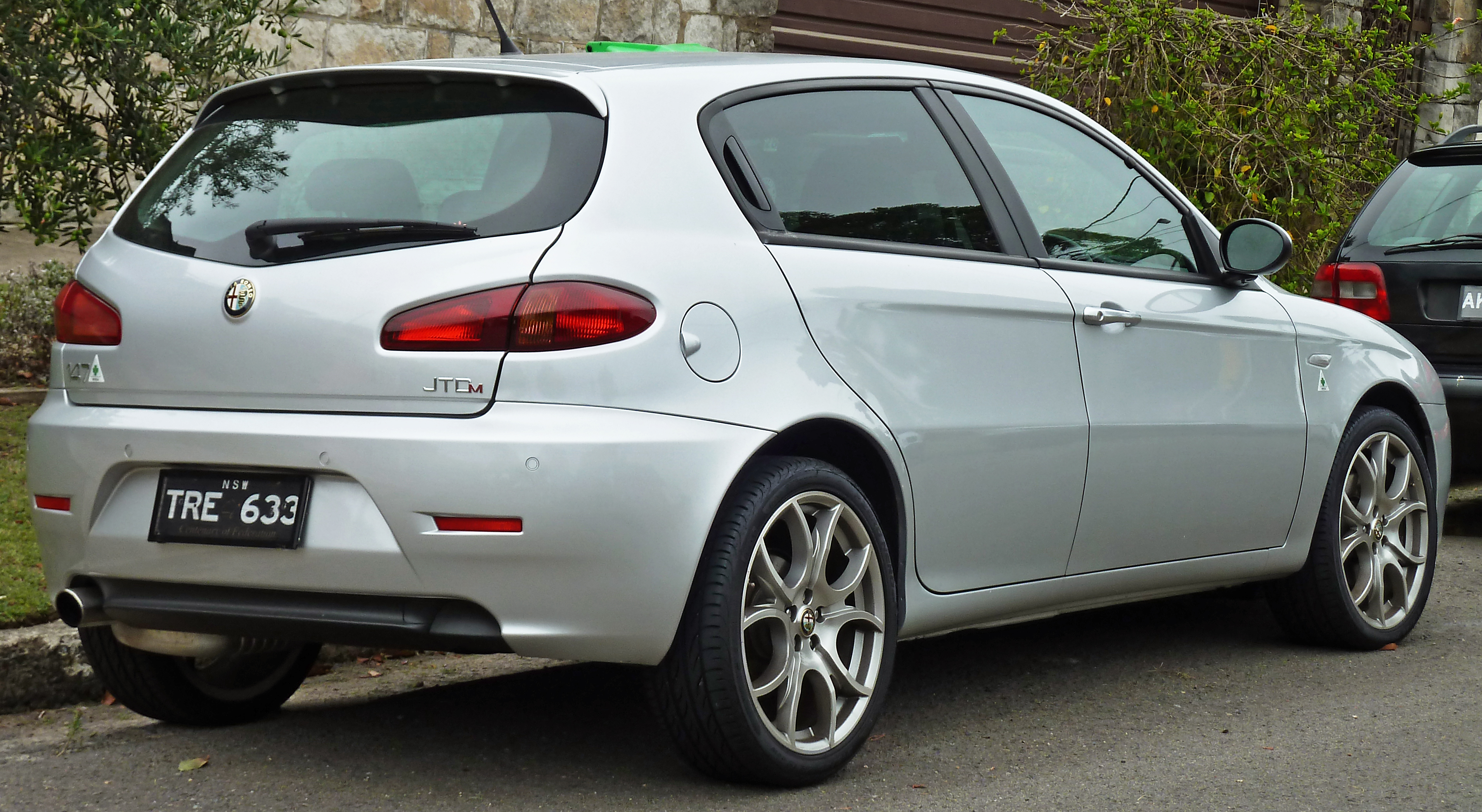 alfa romeo 147 technical specifications and fuel economy. Black Bedroom Furniture Sets. Home Design Ideas