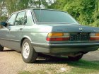 BMW  5 Series (E28)  520i (125 Hp)