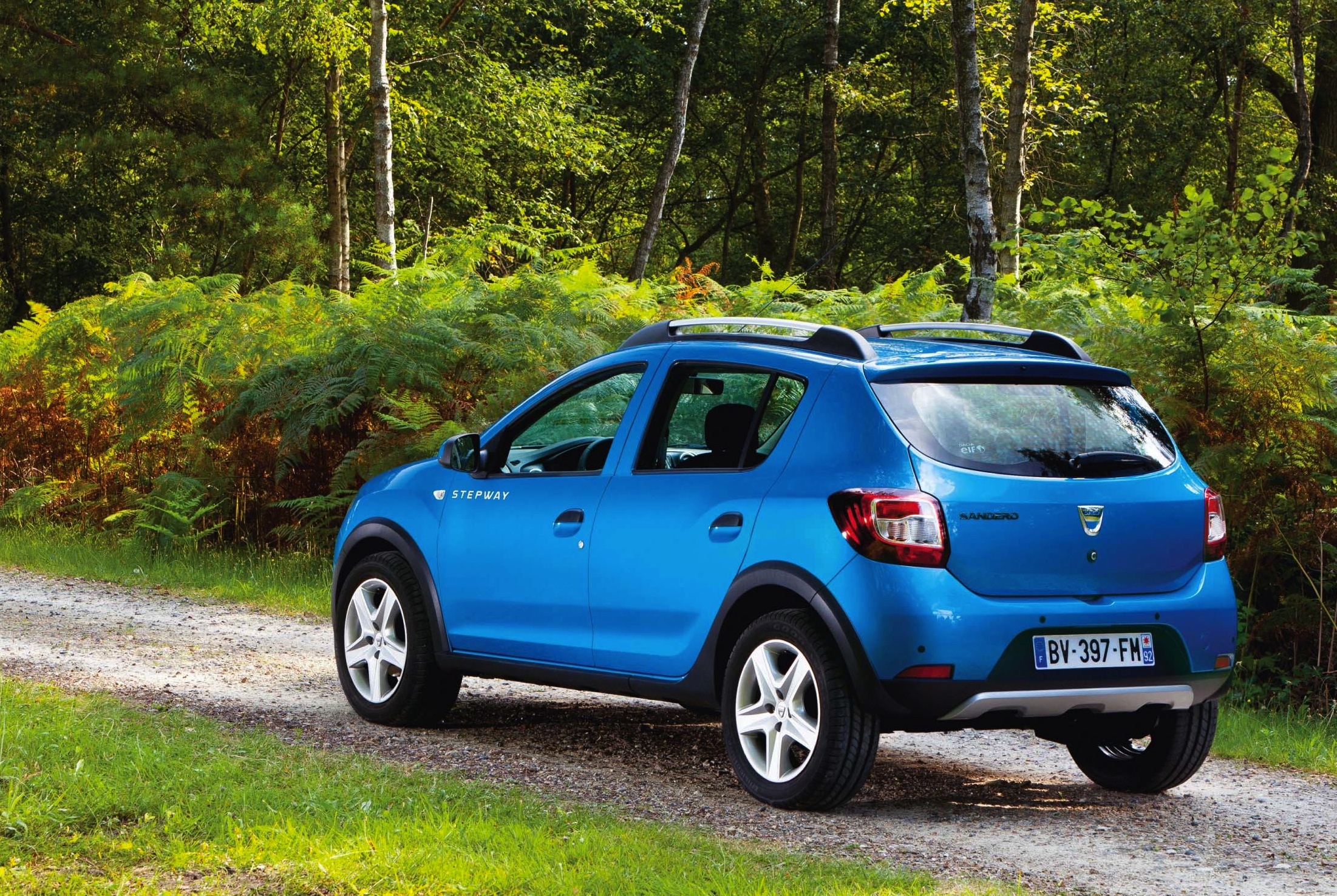 pneu dacia sandero stepway dacia sandero stepway la pression des pneus r initialisation youtube. Black Bedroom Furniture Sets. Home Design Ideas