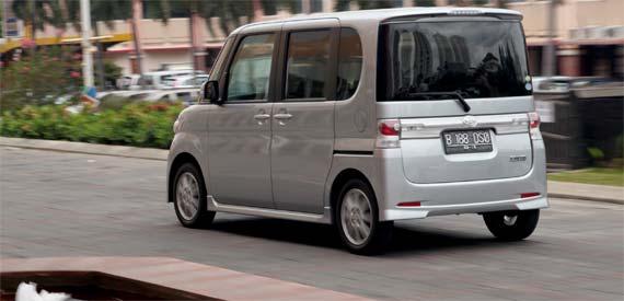 Daihatsu Tanto 0.66L R3 12V Turbo (64 Hp