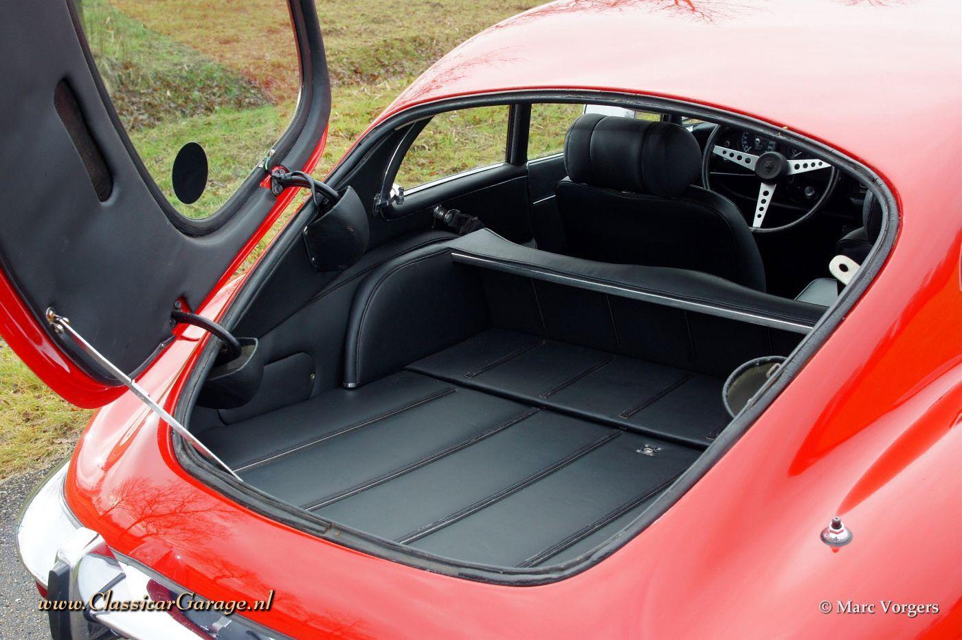 Das Auto gibt 9 Liter des Benzins auf 100 km und der Preis des Benzins 26 Rubeln aus