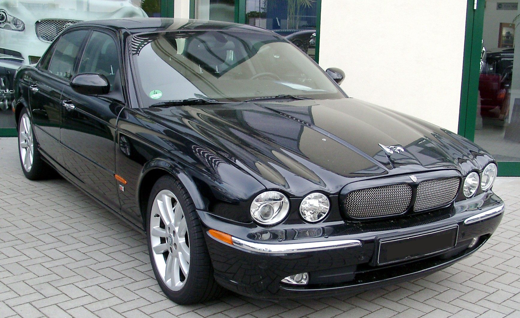 jaguar xjr technical specifications and fuel economy. Black Bedroom Furniture Sets. Home Design Ideas