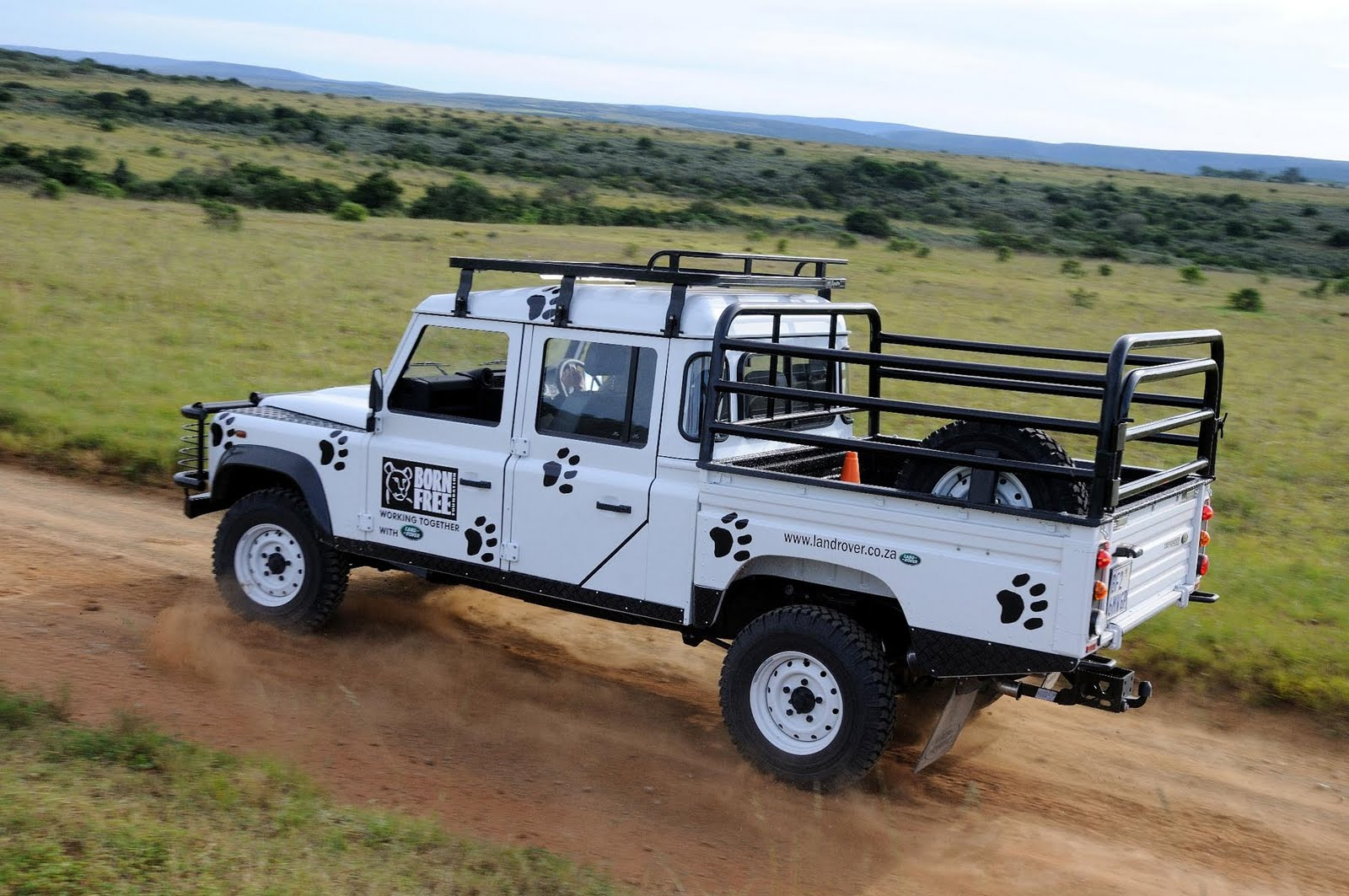Land Rover Defender technical specifications and fuel economy