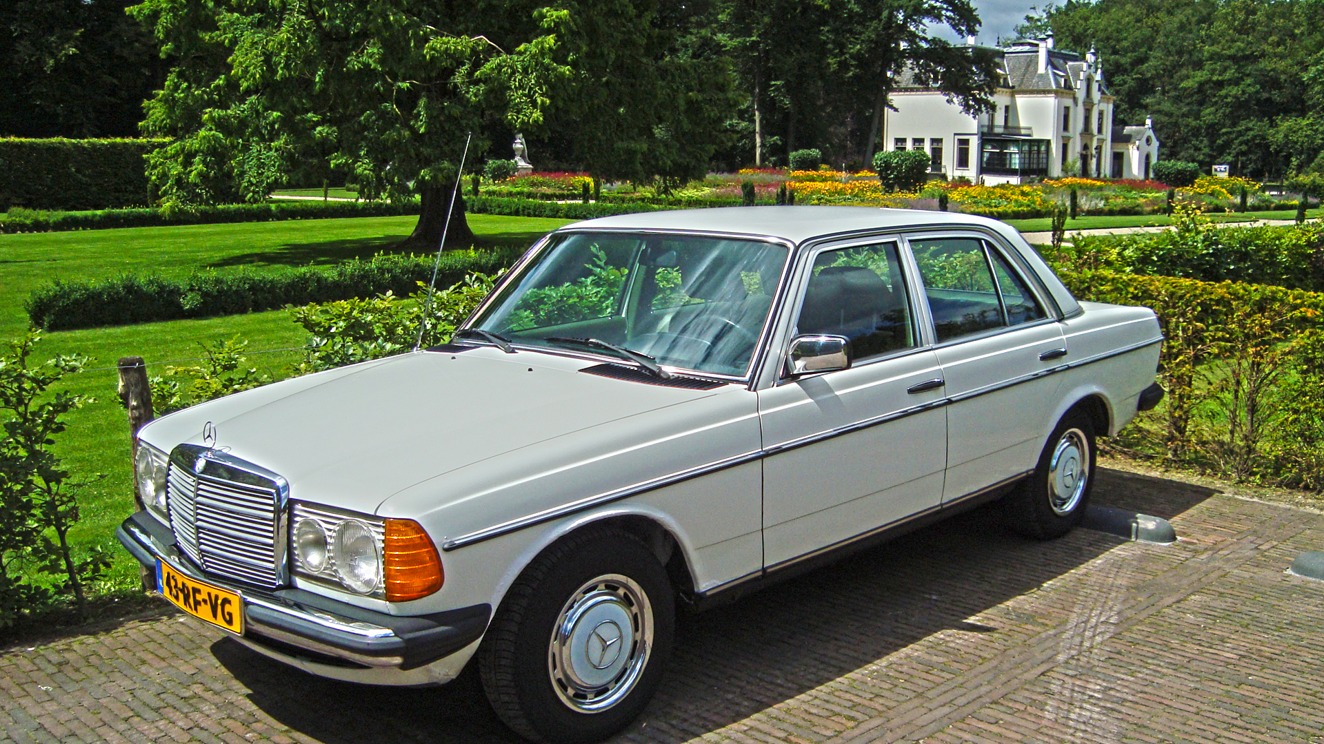 Mercedes benz 220 w123 220 d 60hp for Mercedes benz of cleveland