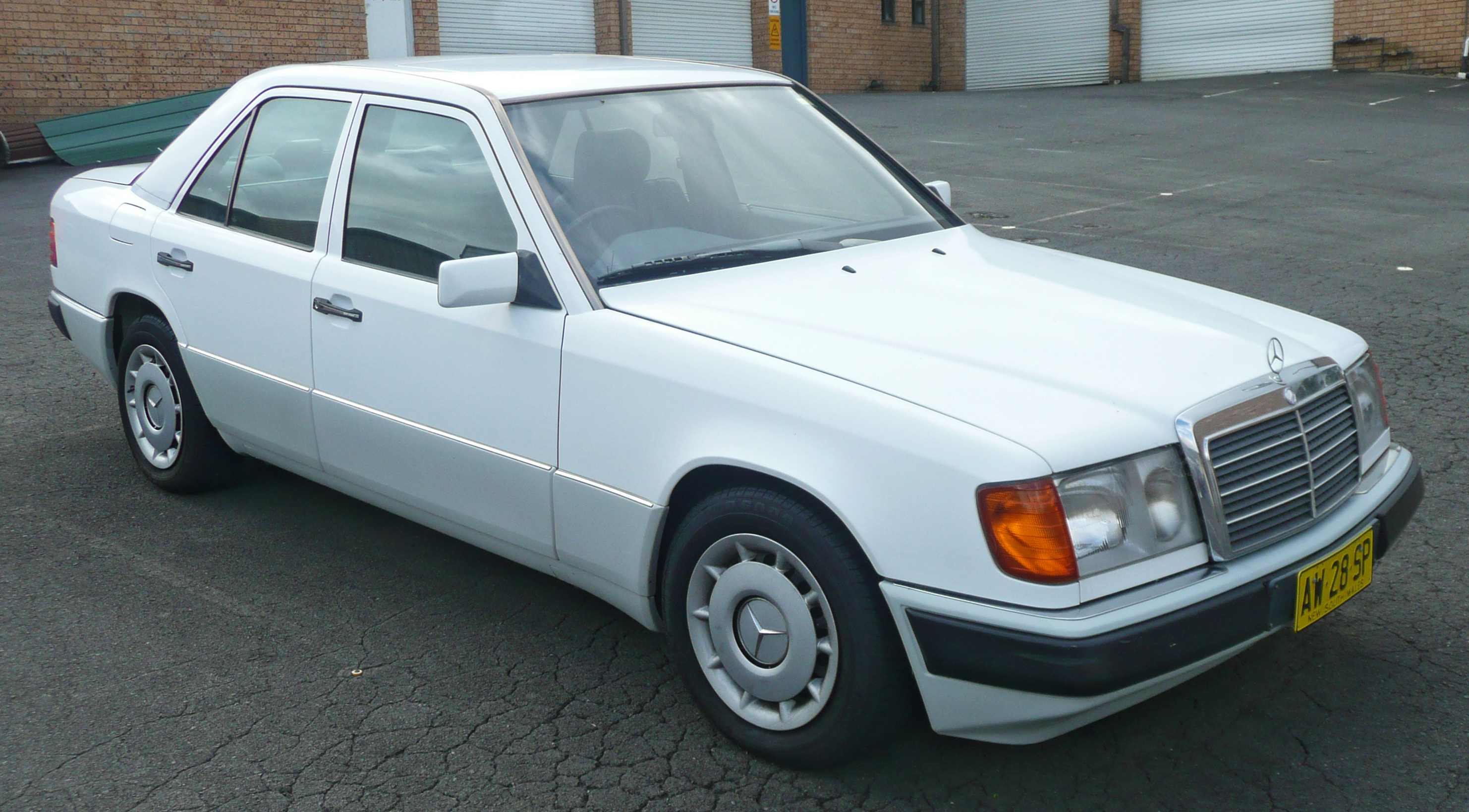 Mercedes benz 230 technical specifications and fuel economy for Mercedes benz gas mileage
