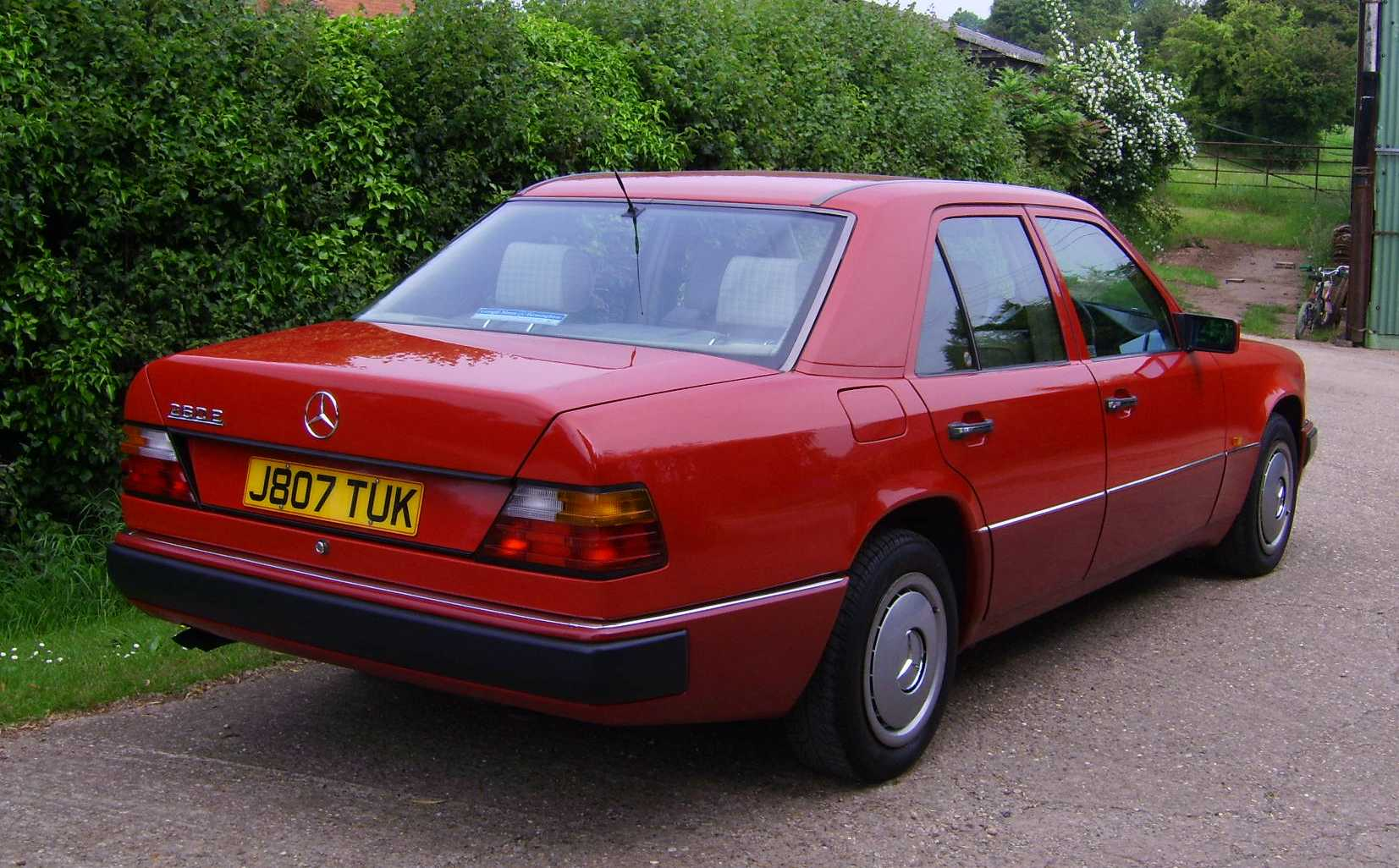 Mercedes benz 260 technical specifications and fuel economy for Mercedes benz 260