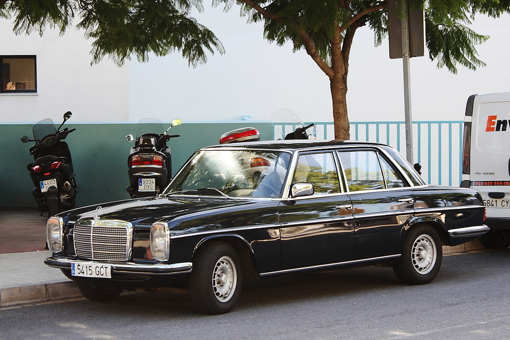 Image gallery w115 mercedes for How much is service b for mercedes benz