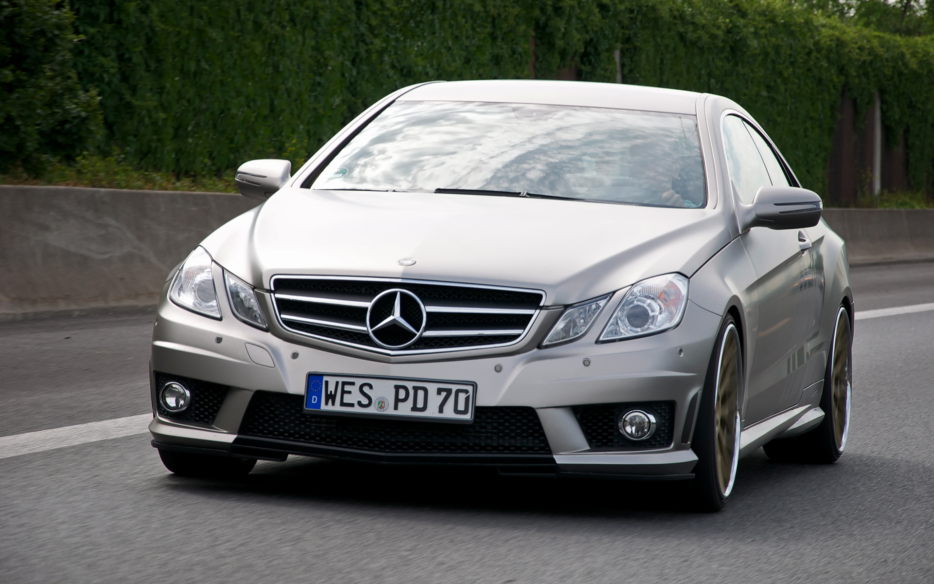 Mercedes benz e class technical specifications and fuel for Mercedes benz fuel economy