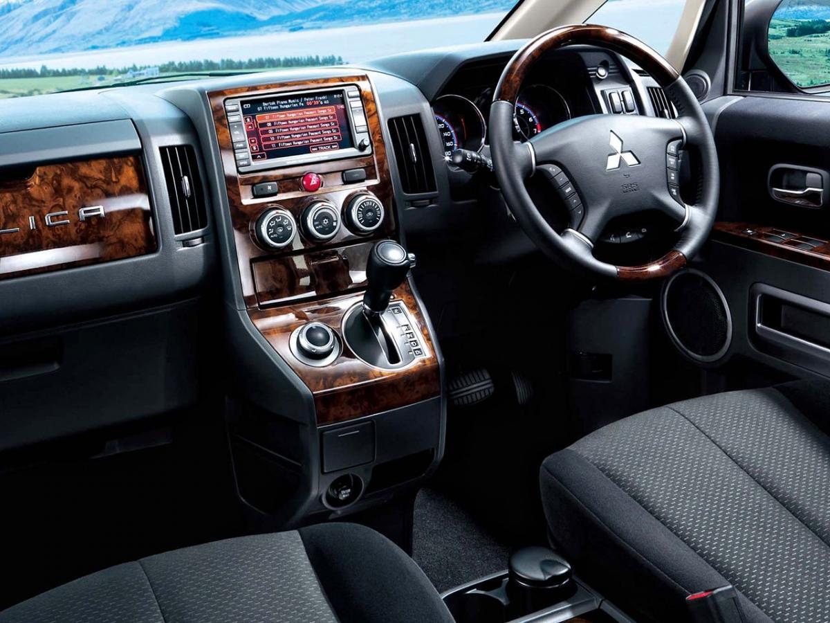Mitsubishi Delica D5 2 4 4wd 170 Hp