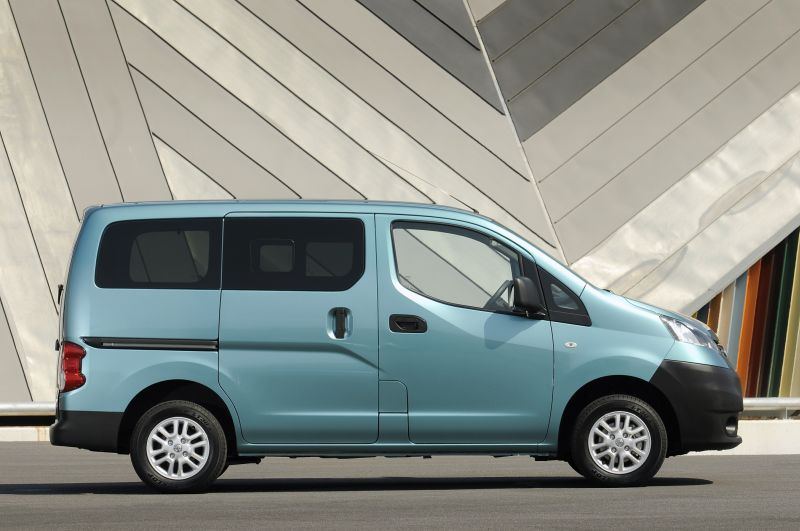 nissan nv200 technical specifications and fuel economy. Black Bedroom Furniture Sets. Home Design Ideas