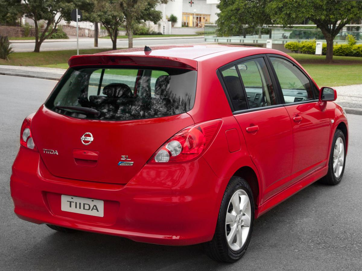nissan tiida technical specifications and fuel economy. Black Bedroom Furniture Sets. Home Design Ideas