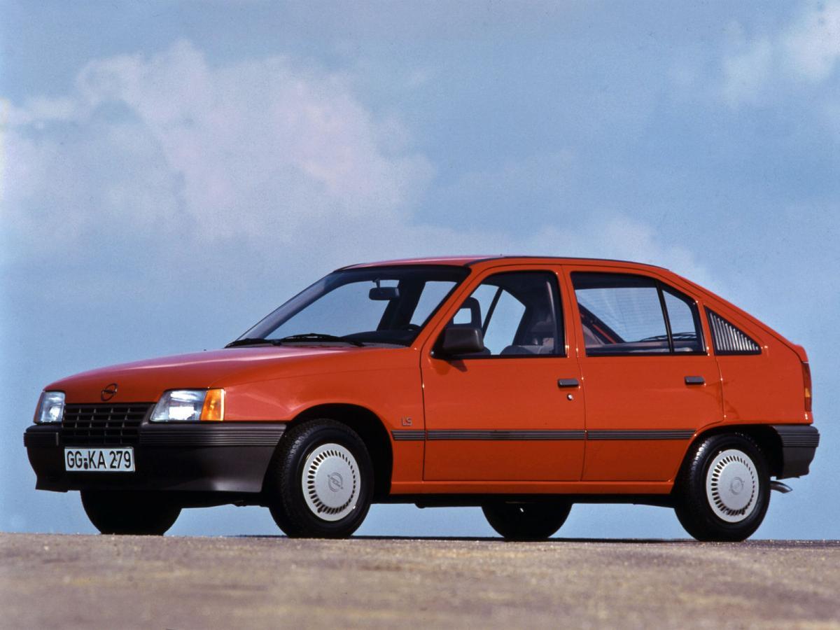 Opel kadett technische daten und verbrauch for Opel kadett e interieur