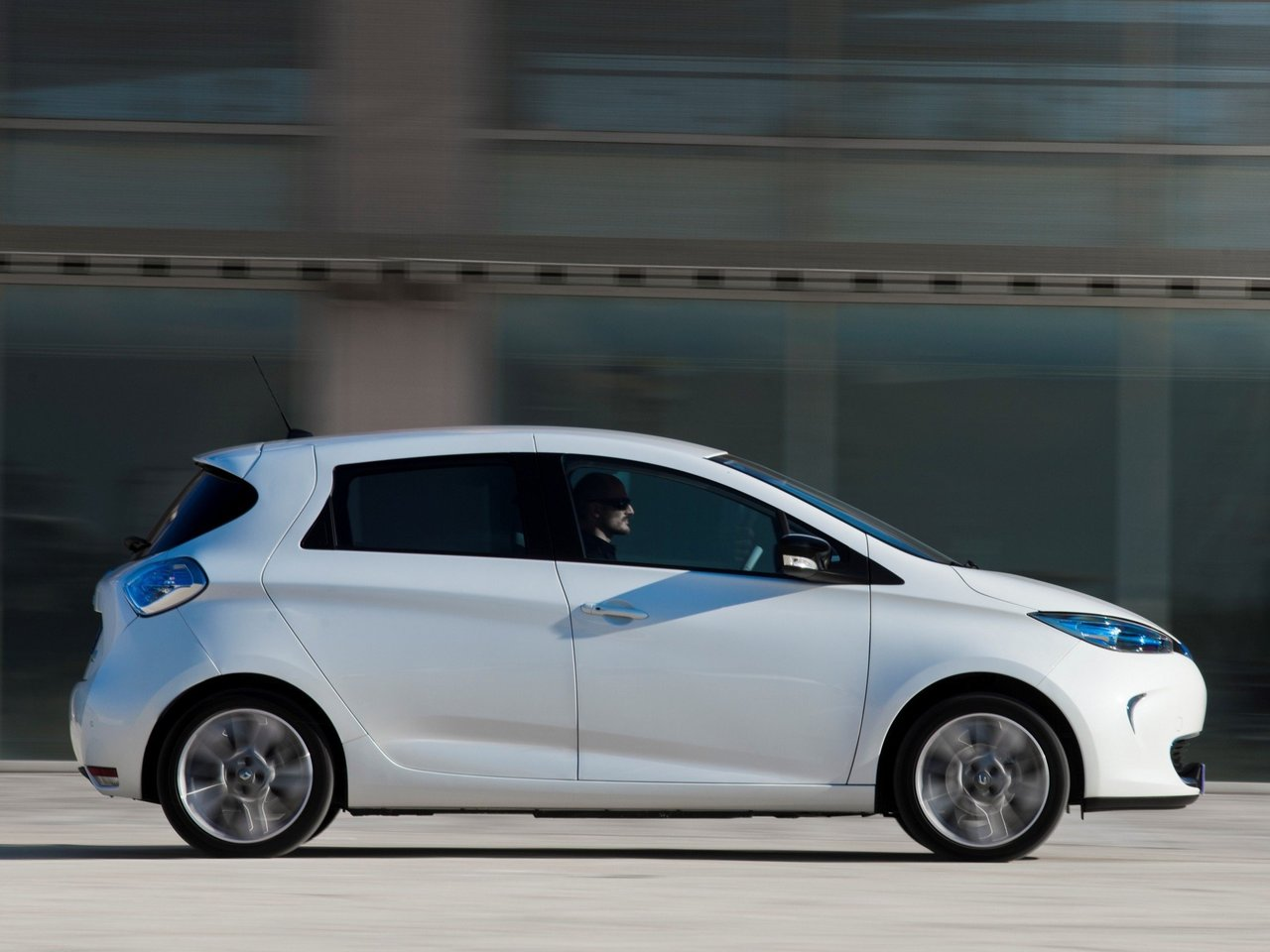 renault zoe technical specifications and fuel economy. Black Bedroom Furniture Sets. Home Design Ideas