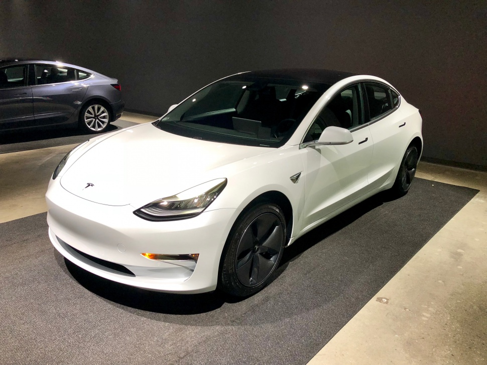 Tesla Model 3 technical specifications and fuel economy
