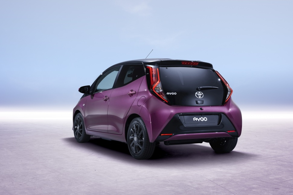 toyota aygo technical specifications and fuel economy. Black Bedroom Furniture Sets. Home Design Ideas