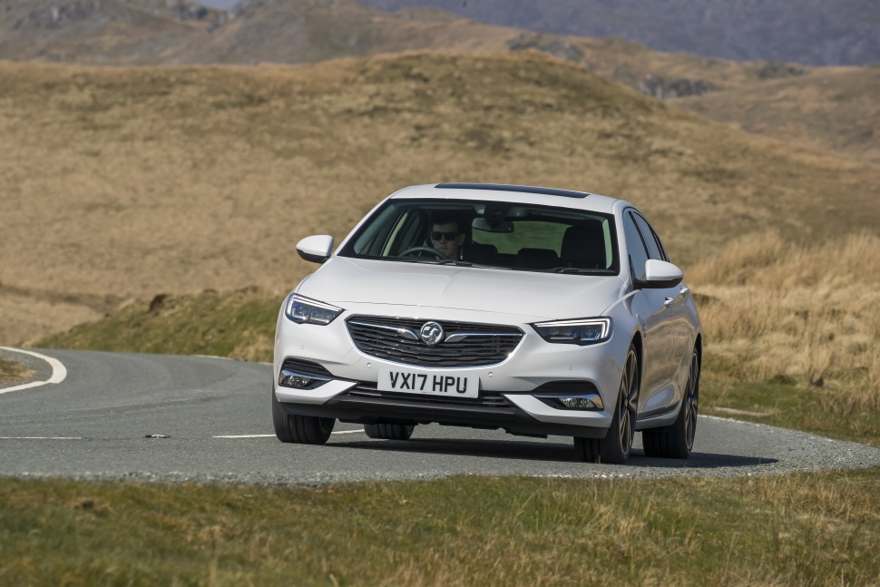 vauxhall insignia ii grand sport 2 0 turbo d blueinjection 170 hp automatic. Black Bedroom Furniture Sets. Home Design Ideas
