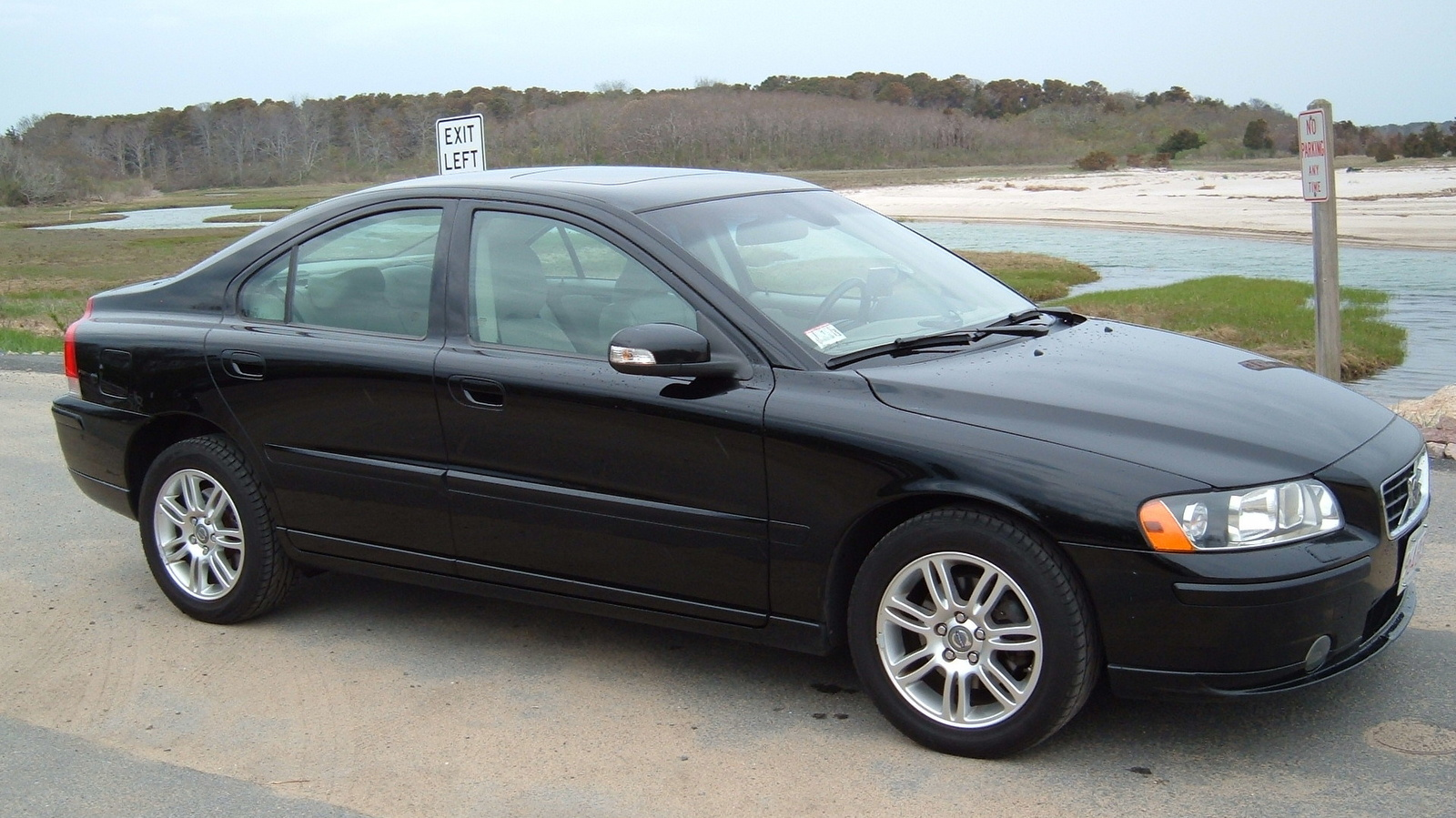 volvo s60 technical specifications and fuel economy. Black Bedroom Furniture Sets. Home Design Ideas