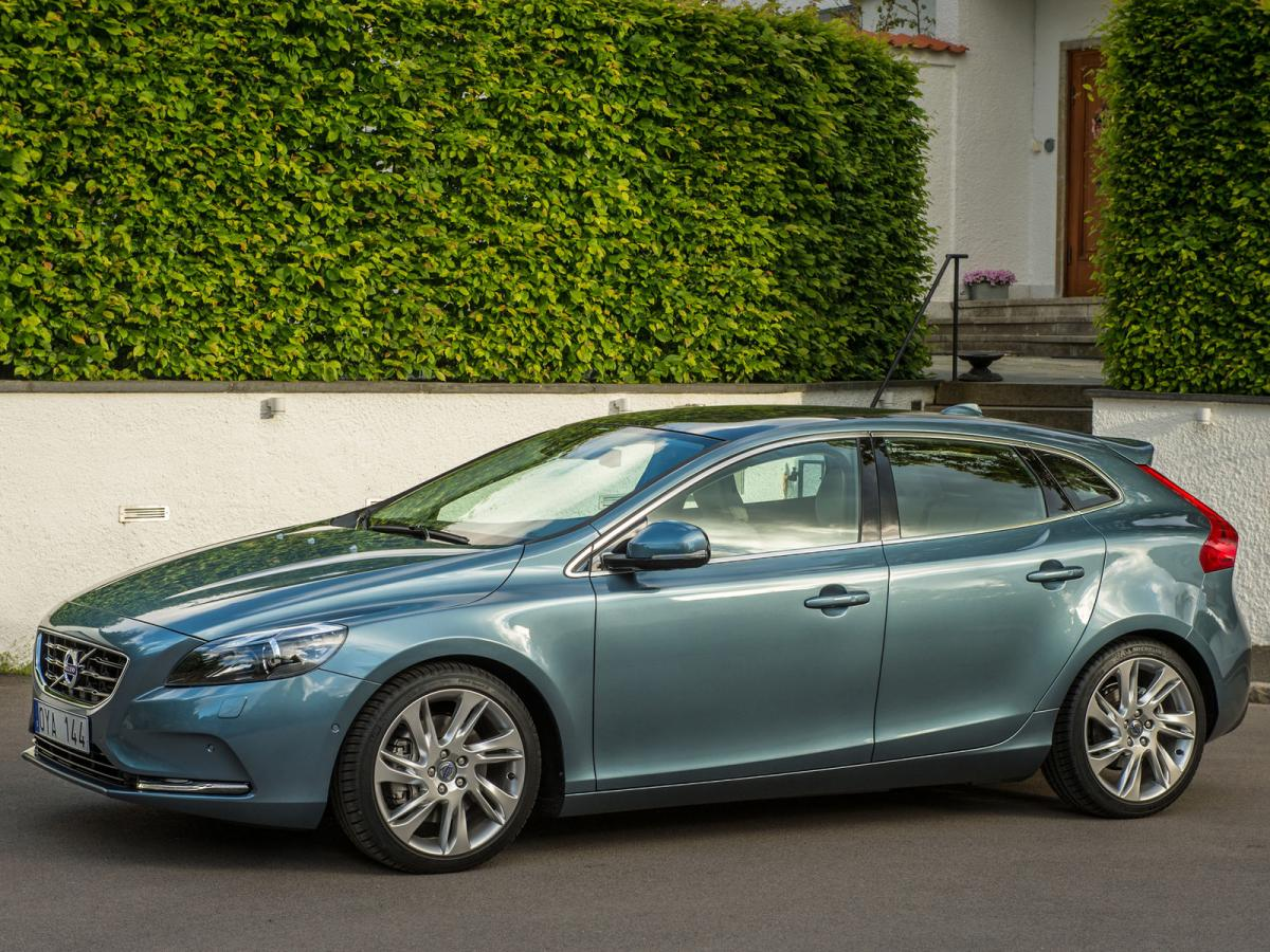 volvo v40 technical specifications and fuel economy. Black Bedroom Furniture Sets. Home Design Ideas