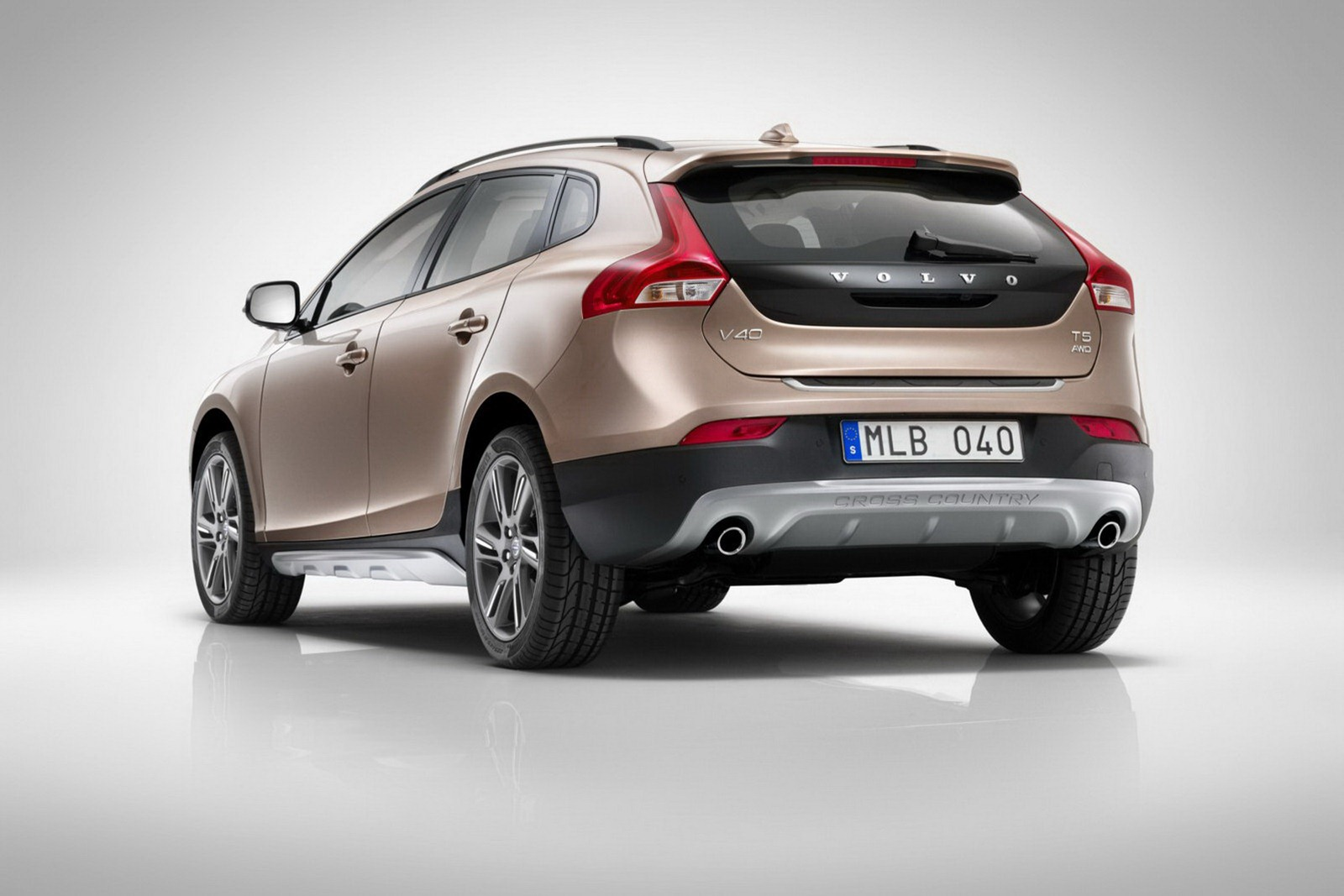volvo v40 cross country 2 0 t4 180 hp. Black Bedroom Furniture Sets. Home Design Ideas