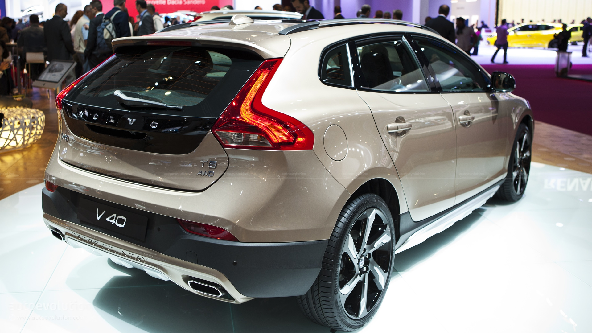 volvo v40 cross country 1 6 t4 180 hp powershift. Black Bedroom Furniture Sets. Home Design Ideas